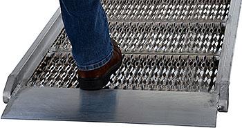 Vestil AWR-G-28 Aluminum Walk Ramp