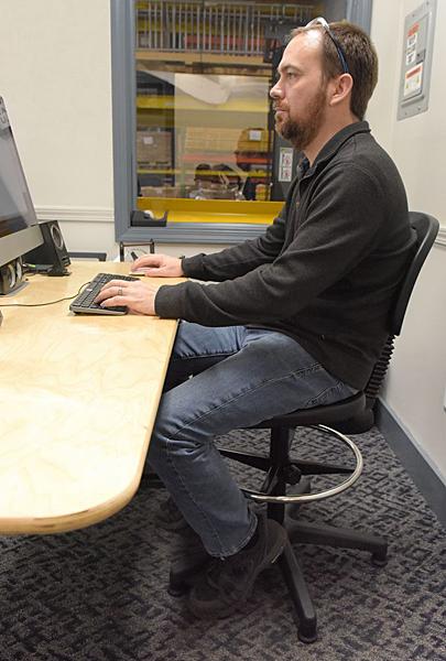 Vestil ES-WC-2232 Ergonomic Work Chair