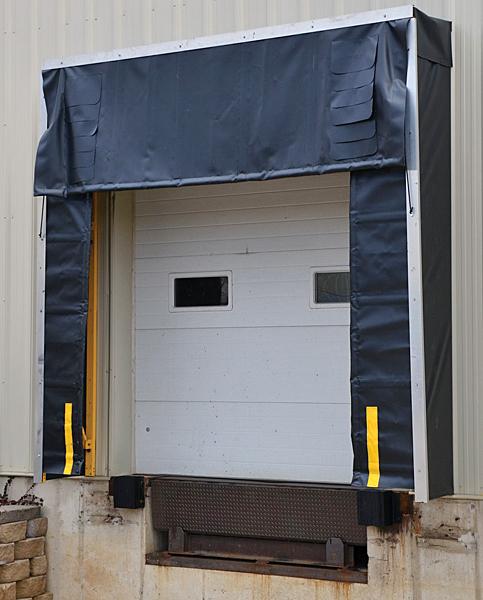 Vestil D-520-24 Retractable Dock Shelter