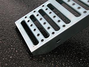 Vestil Steel Pick-Up/Van Ramp