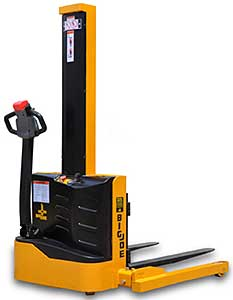 Big Joe S22-62 Straddle Stacker